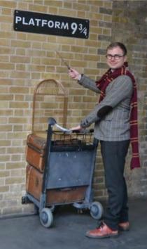 Förutom att besöka en massa inspelningsplatser och andra viktiga Harry Potter-ställen i London, så fick jag också äntligen besökt perrong 9 3/4 för en bild när jag jobbade med guiden.
