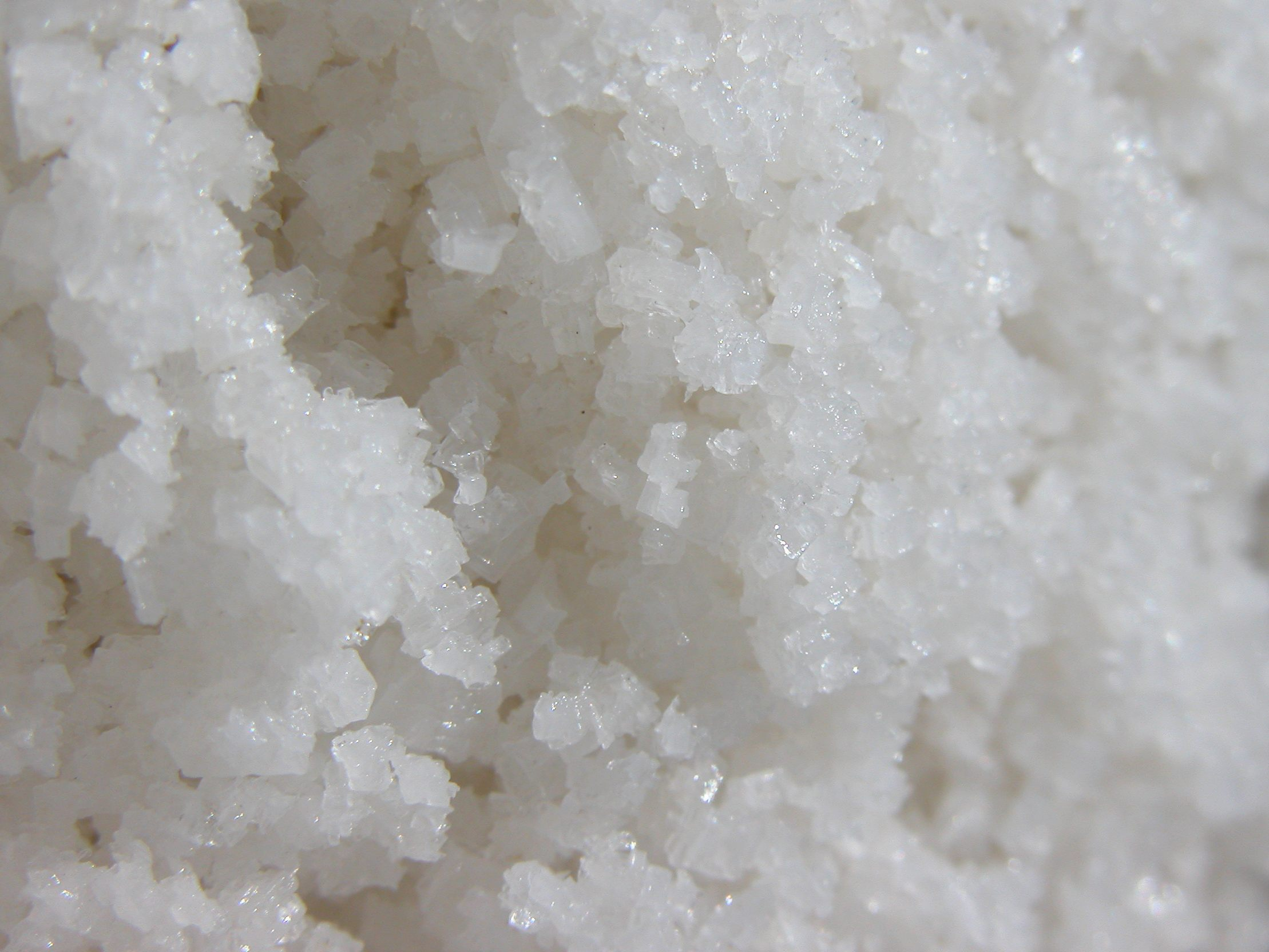 Salt kan användas för att rengöra sunkiga diskhoar.