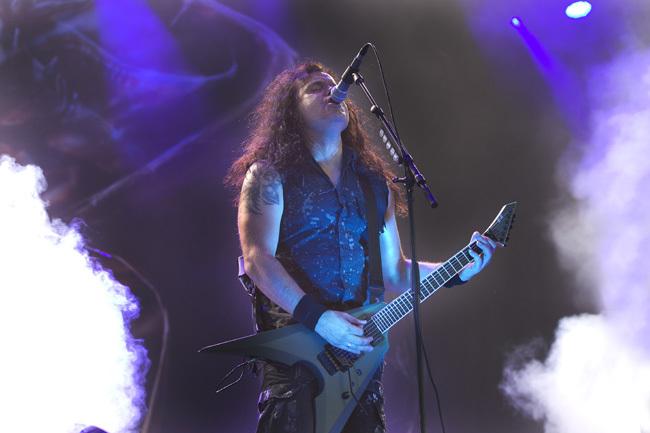 Kreators frontman Mille Petrozza sliter strupe och gitarrsträngar på Gefle Metal Festival i juli förra året. Foto: Pernilla Wahlman