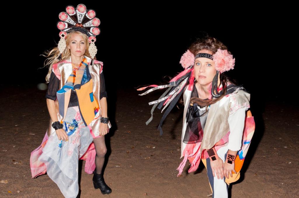 Siri Karlsson är Cecilia Österholm och Maria Arnqvist. Foto: Knotan