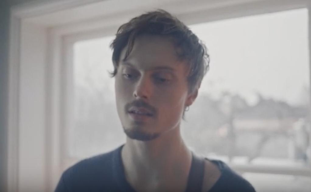 "Jesper Lindell. Ur videon till ""Moving slow""."