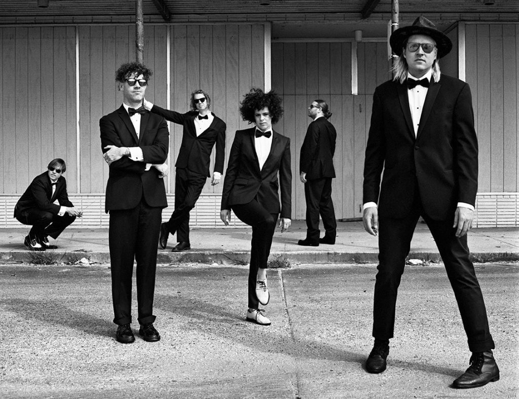 Arcade-Fire-2017-Press-Photo-Cropped-Anton-Corbijn