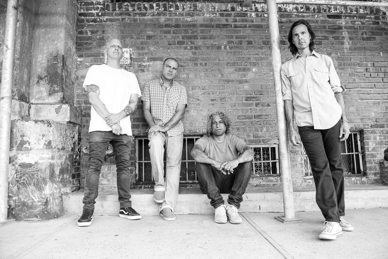 """Quicksand släpper i november sitt första album på 22 år i och med """"Interiors"""", men redan nu kan ni provsmaka på detsamma via öppningslåten """"Illuminants"""" här nedan. Foto: Atiba Johnson"""