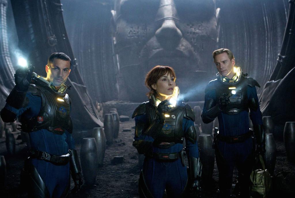 """Logan Marshall-Green, Noomi Rapace och Michael Fassbender i """"Prometheus""""."""