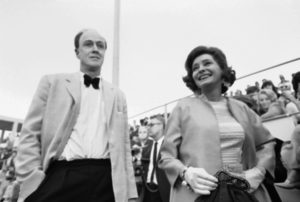 ap foto : ap : file this april 11, 1969 file photo shows actress patricia neal and her husband roald dahl arriving at the academy awards. the family of roald dahl is trying to raise the funds to preserve a hut in which the late writer wrote tales of big friendly giants and magical chocolate factories. the family hopes to raise 500,000 pounds ($790,000) to stop the 50-year-old brick and polystyrene shed _ preserved as it was when dahl died in 1990 _ from falling apart. (ap photo) / scanpix code: 436 april 11, 1969 file phot britain-roald dah automatarkiverad