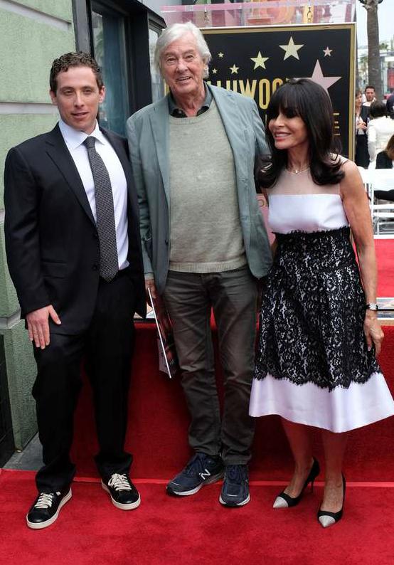 Regissören Paul Verhoeven, som anlitade Jerry Goldsmith för flera av sina filmer, medverkade vid Walk of fame-ceremonin tillsammans med kompositörens fru Carol och son Aaron. Foto: AFP