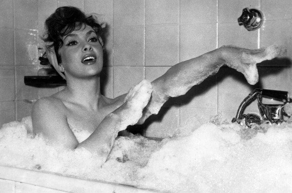 ap foto : walter attenni : file - in this dec. 5, 1957 file photo italian actress gina lollobrigida takes a bubble bath in a scene of her film called anna from brooklyn, shot at rome's cinecitta studios. born luigina lollobribrigida in subiaco, near rome, the actress turns 85 years wednesday, july 4, 2012. (ap photo/walter attenni, file) / scanpix code: 436 dec 5, 1957 file phot gina lollobrigid gina lollobrigida 85 year automatarkiverad