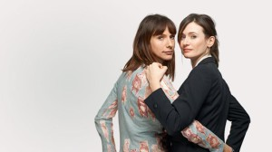 Dolly Wells och Emily Mortimer. Foto: Sky Living.
