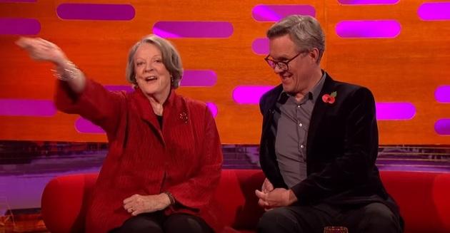 Harry Potter-fansen gick bananas när Smith viftade lite med en låtsas-trollstav när hennes roll som professor McGonagall kom på tal. Foto: BBC