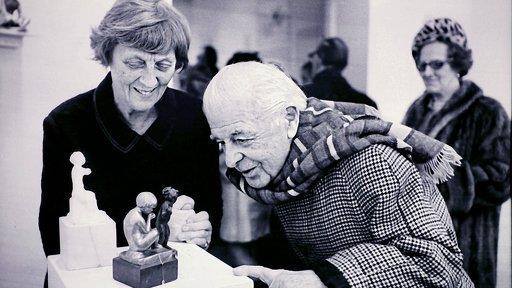 Astri Taube med sin konst (och Evert).