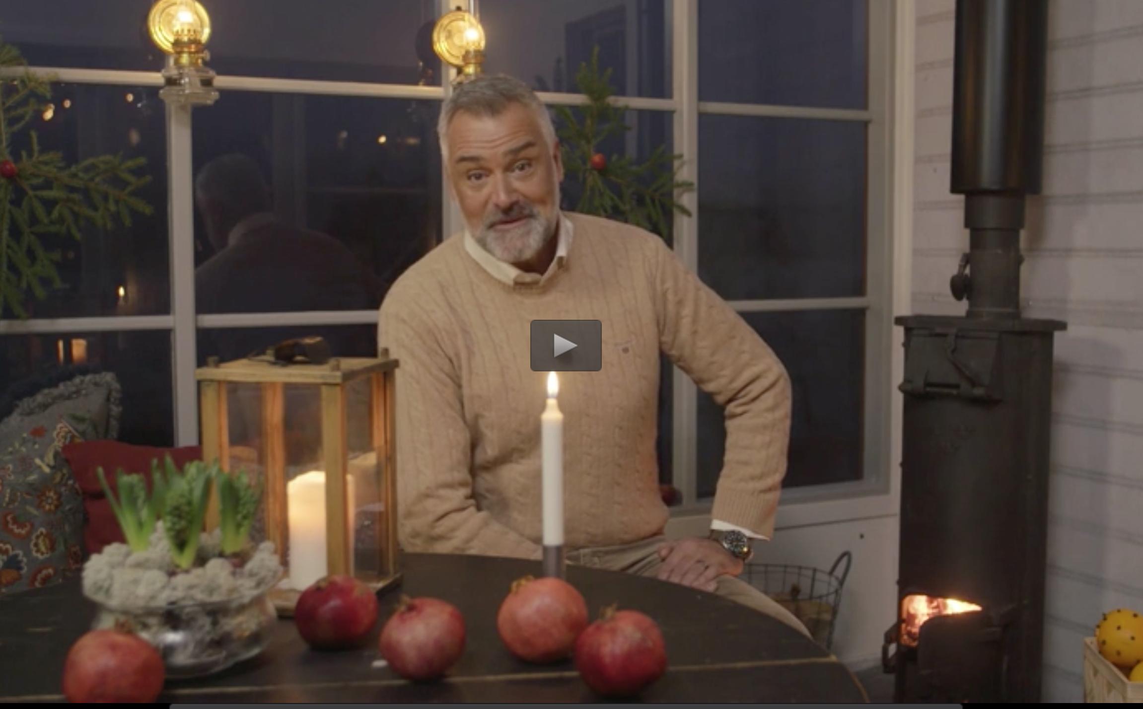 """Ernst Kirchsteiger håller ett brandtal i sista avsnittet av """"Jul med Ernst""""."""
