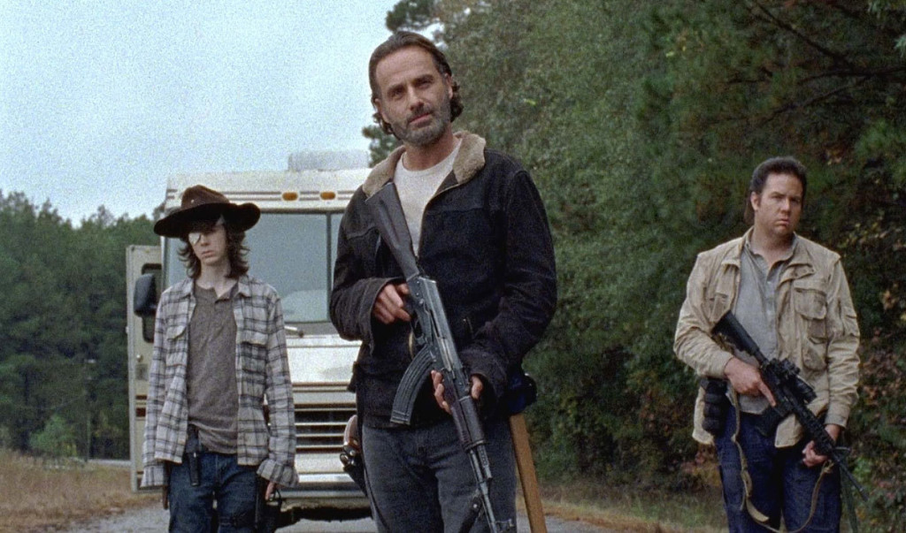 Rick och hans gäng försöker ta sig till Hilltop-kolonin för att fixa läkarvård åt gravida Maggie som insjuknat.