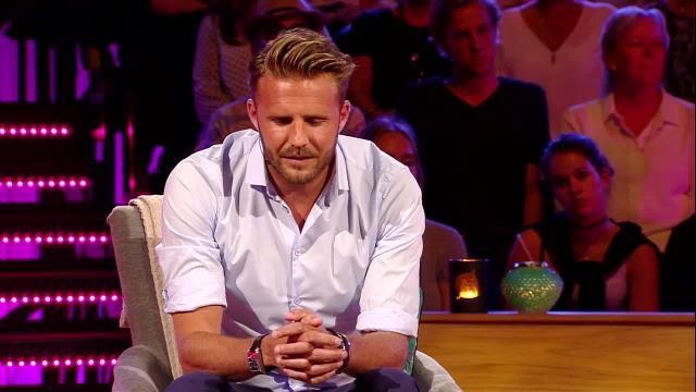 Bachelor-Sebastian får det svettigt. Foto: TV7