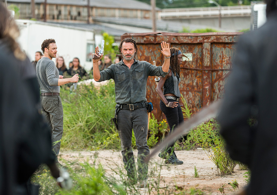 1487013615_412_039The-Walking-Dead039-Returns-With-a-Smile