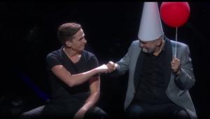 David Lindgren som Måns Zelmerlöw och Hasse Andersson som streckgubbe. Foto: SVT
