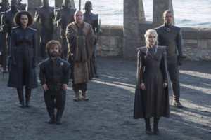 Nathalie Emmanuel som Missandei, Peter Dinklage som Tyrion Lannister, Conleth Hill som Varys, Emilia Clarke som Daenerys Targaryen, och Jacob Anderson som Grey Worm Foto: Macall B. Polay/HBO