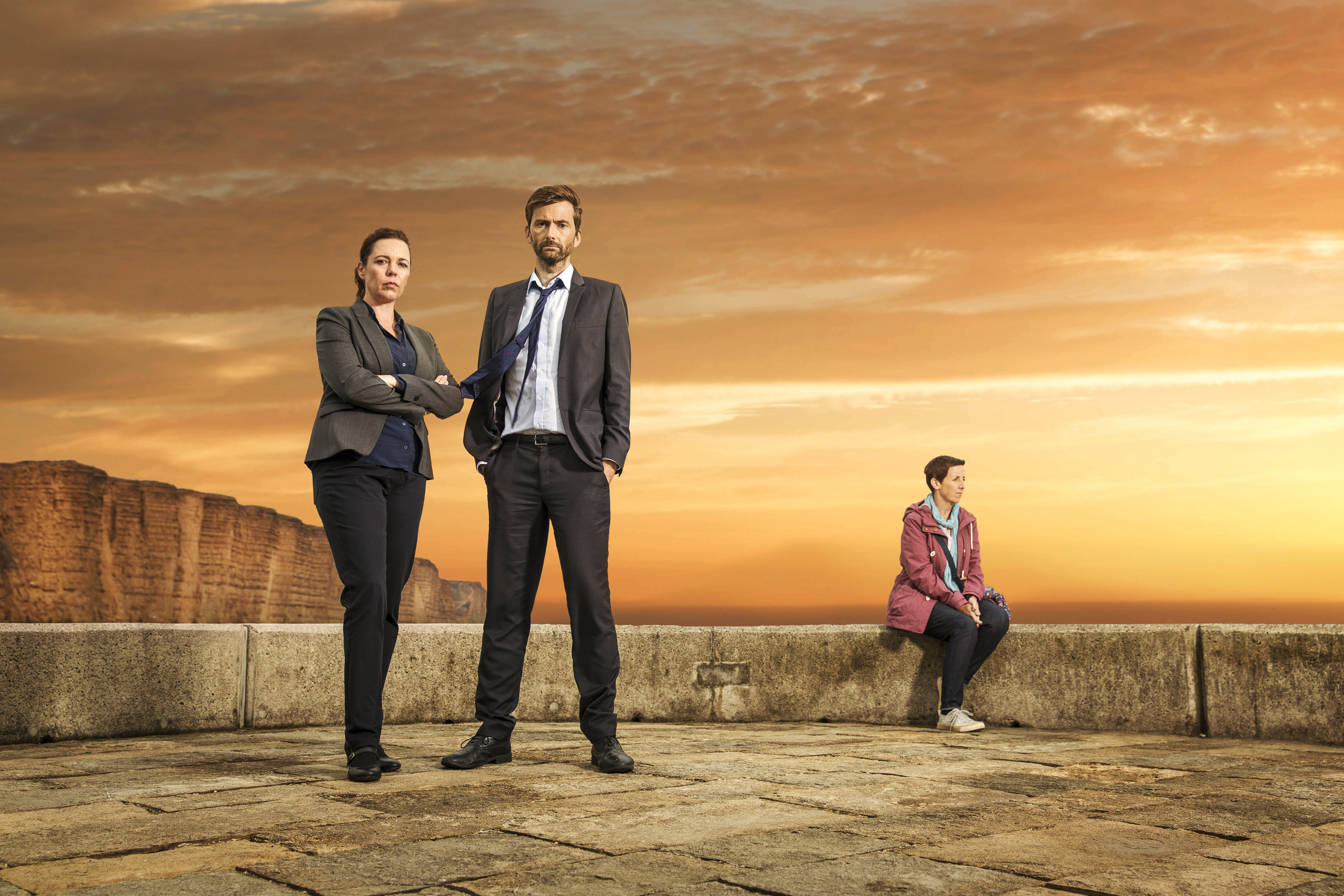 Olivia Colman som Ellie Miller, David Tennant som Alec Hardy och Julie Hesmondhalgh som Trish.