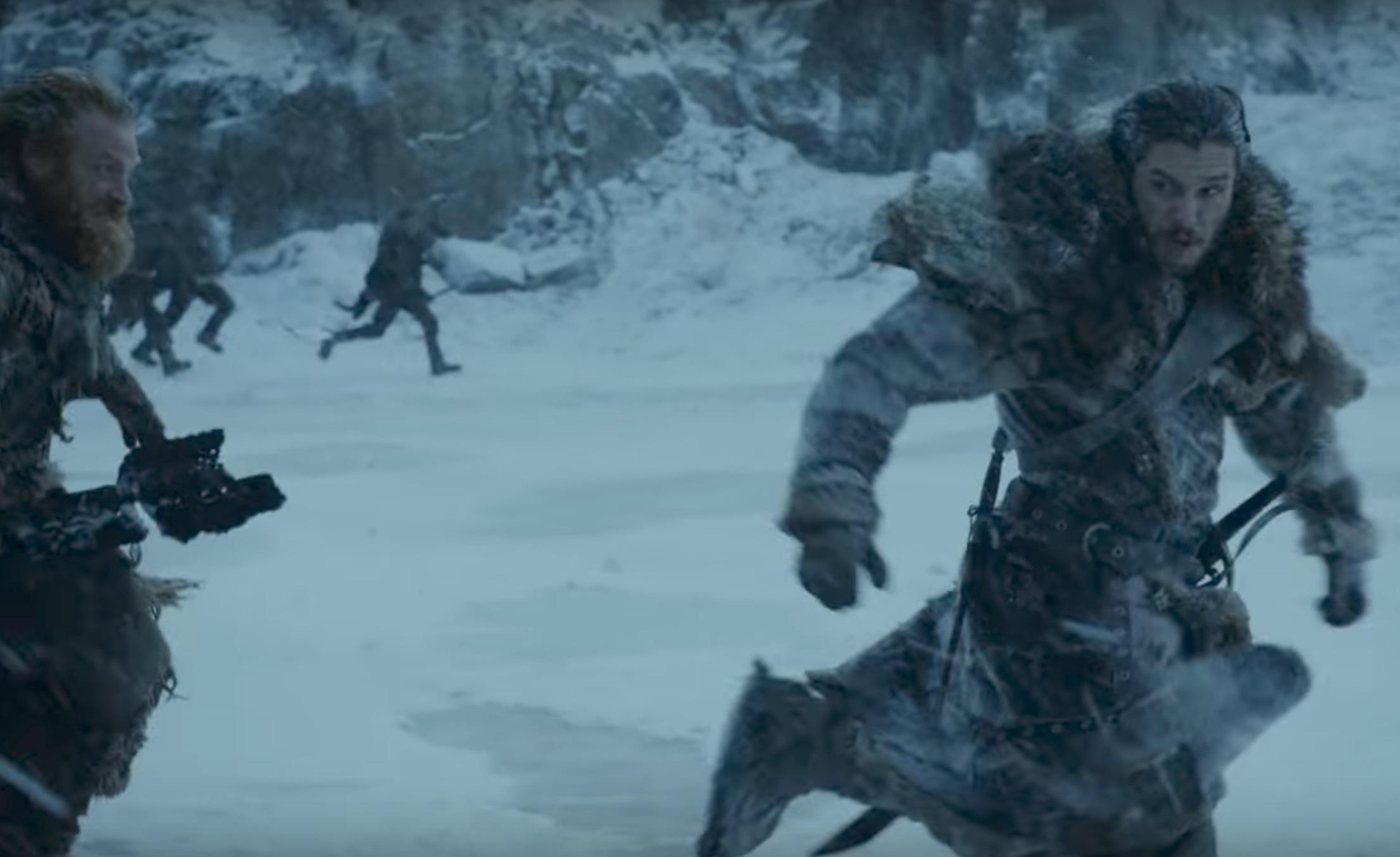 Jon och Tormund flyr från något.