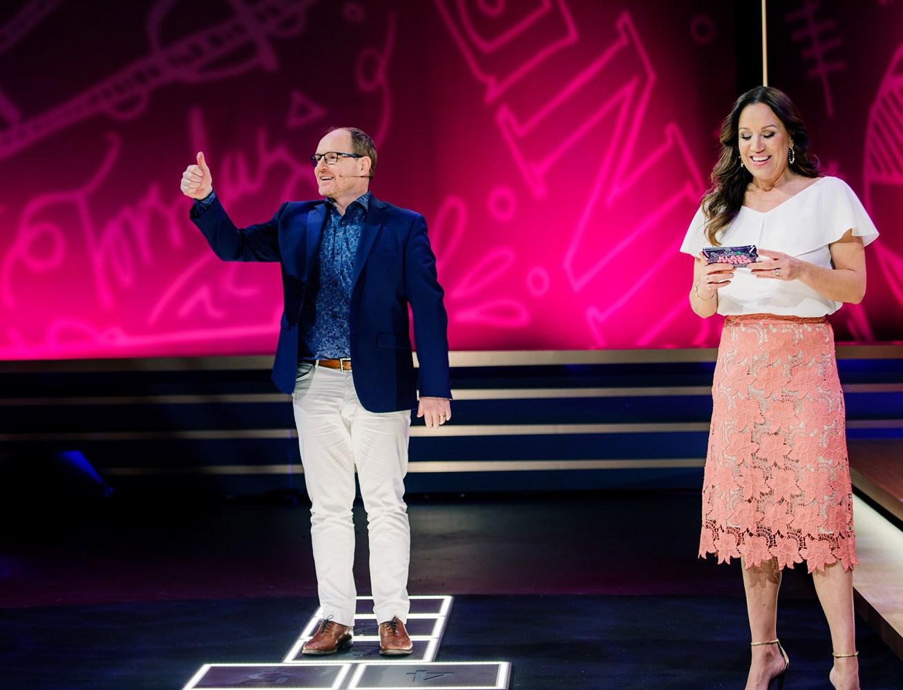 """Morgan Alling och Renée Nyberg i """"Klassfesten""""."""