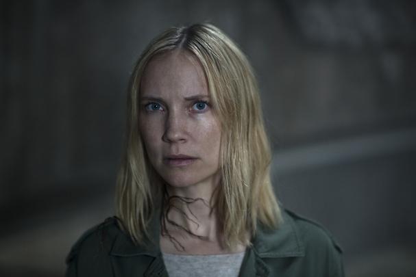 Moa Gammel som Eva Eva Thörnblad.
