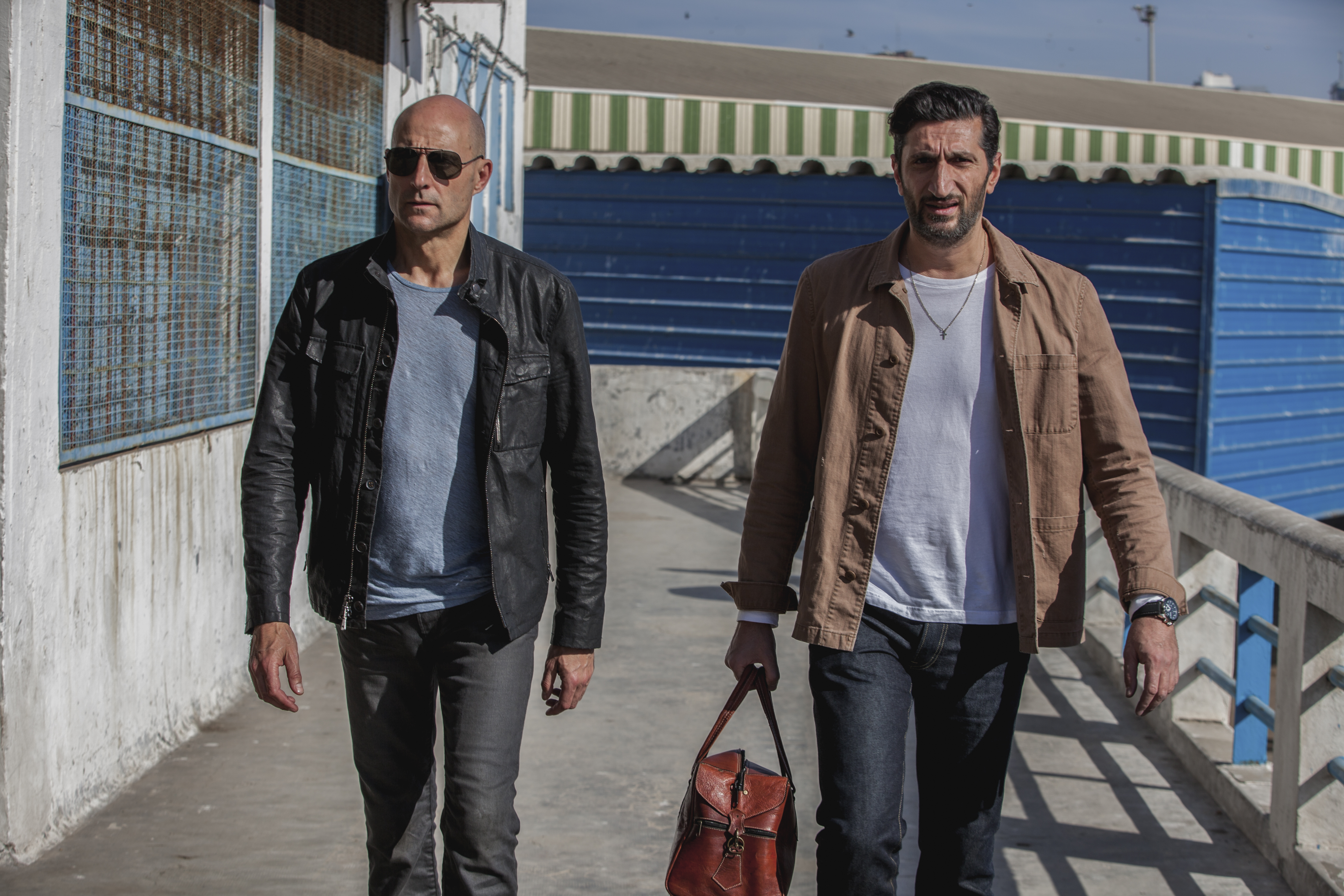 "Mark Strong och Fares Fares i ""Deep state"". Foto: Fox Networks Group."