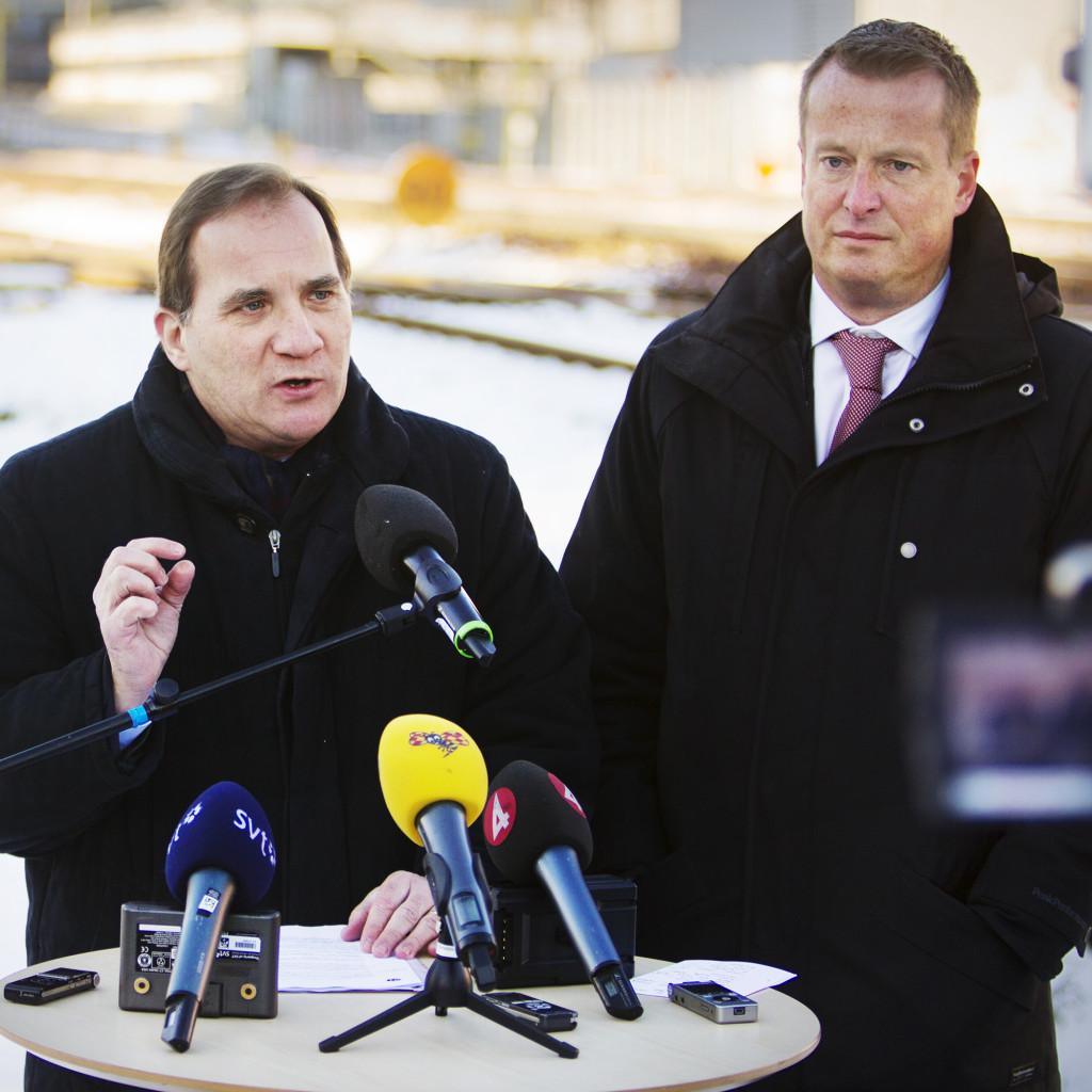 stefan löfven, politiker (s) sverige partiledare, och anders ygeman, ordförande trafikutskottet, presenterar förslag tilll förbättringar av järnvägsunderhållet