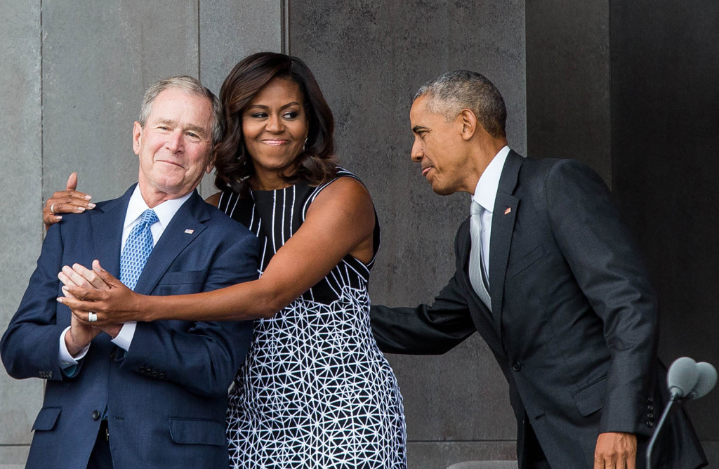 TOPSHOT - (L-R) Former US First Lady Laura Bush, former US President George W. Bush, First Lady Michelle Obama, and President Barack Obama attend the opening ceremony for the Smithsonian National Museum of African American History and Culture on September 24, 2016 in Washington, D.C. / AFP PHOTO / ZACH GIBSON / TT / kod 444