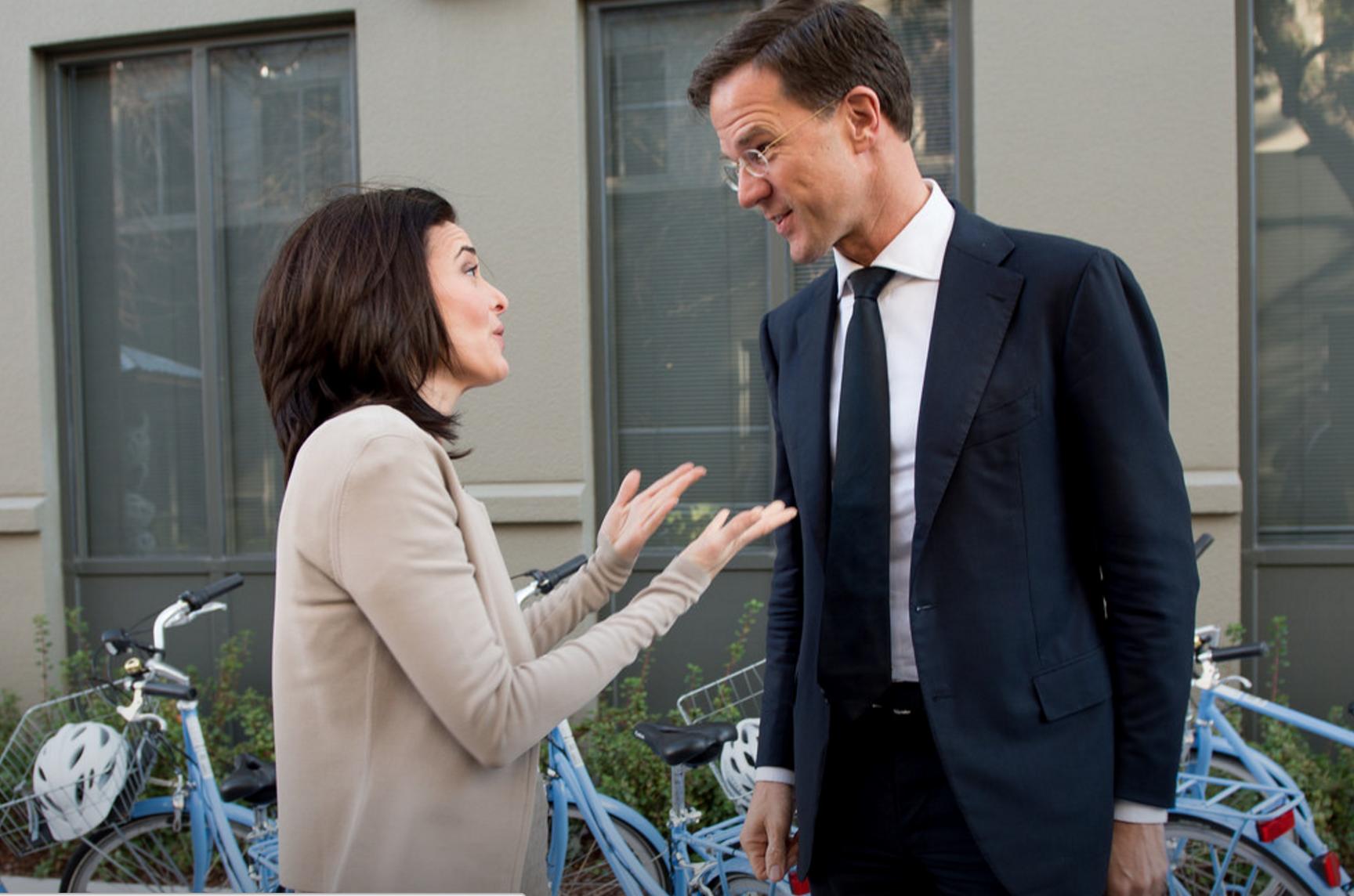 Rutte träffar Facebooks Sheryl Sandberg, som kom 15 minuter för sent till mötet med EU-toppen.