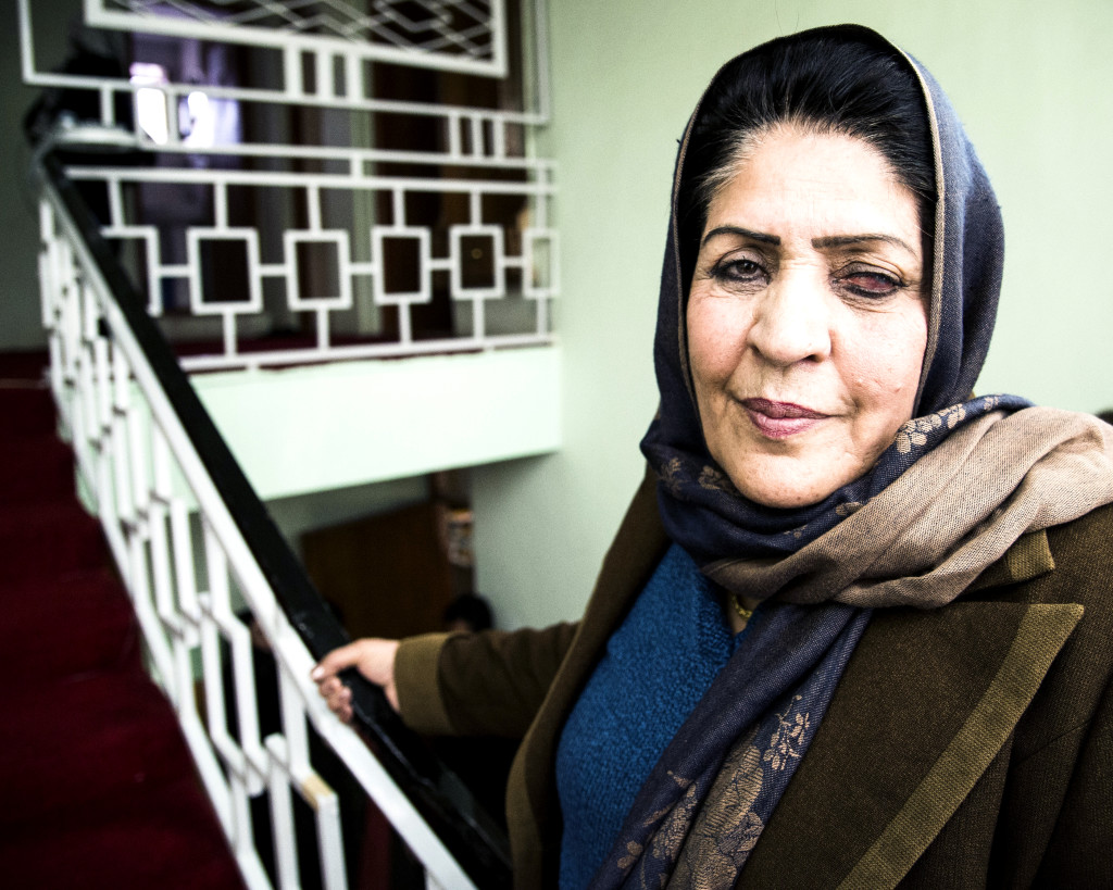 Atefa Huzaber leder Women for afghan women i Mazar–i Sharif. Hon har tidigare arbetat för Svenska Afghanistankommittén.