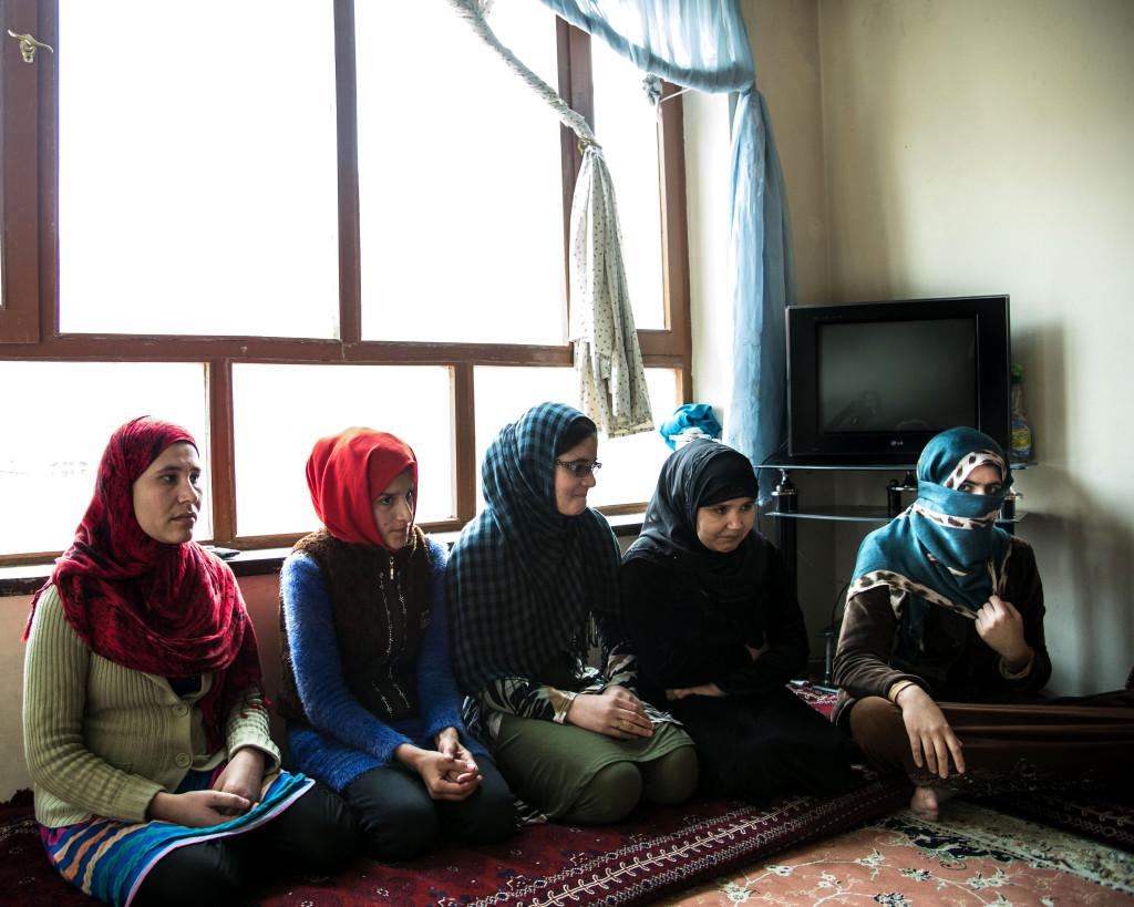 Women for afghan women driver härbärgen och erbjuder familjerådgivning i 13 av Afghanistans 34 provinser.
