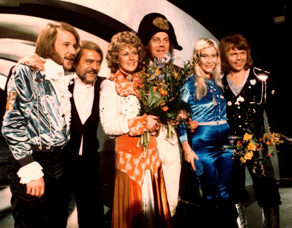 ABBA efter sin jordskredsseger med låten Waterloo i den svenska uttagningen till Eurovisionschlagern i februari 1974.  I Brighton vann ABBA ett par månader senare Eurovision Song Contest och skrev in  sig i musikhistorien. Fotograf: AP