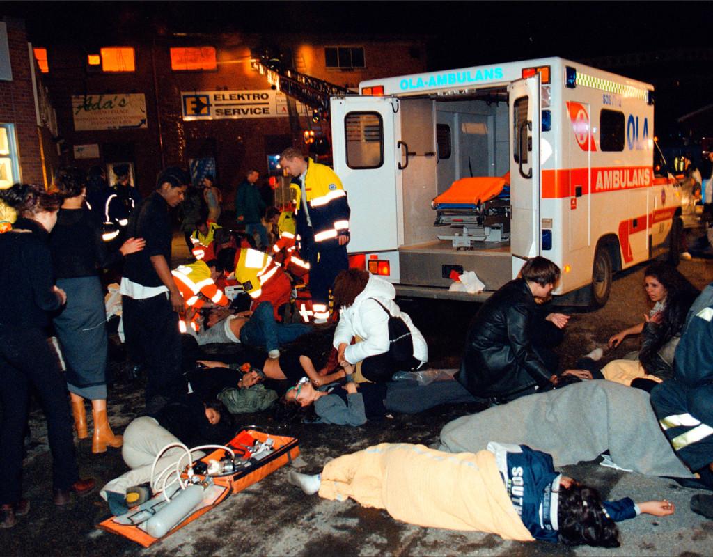Diskoteksbranden i Göteborg.  63 ungdomar dog och ett hundratal skadades när en festlokal på Hisingen fattade eld, torsdagen den 29 oktober 1998.  Foto: Lars Rosengren