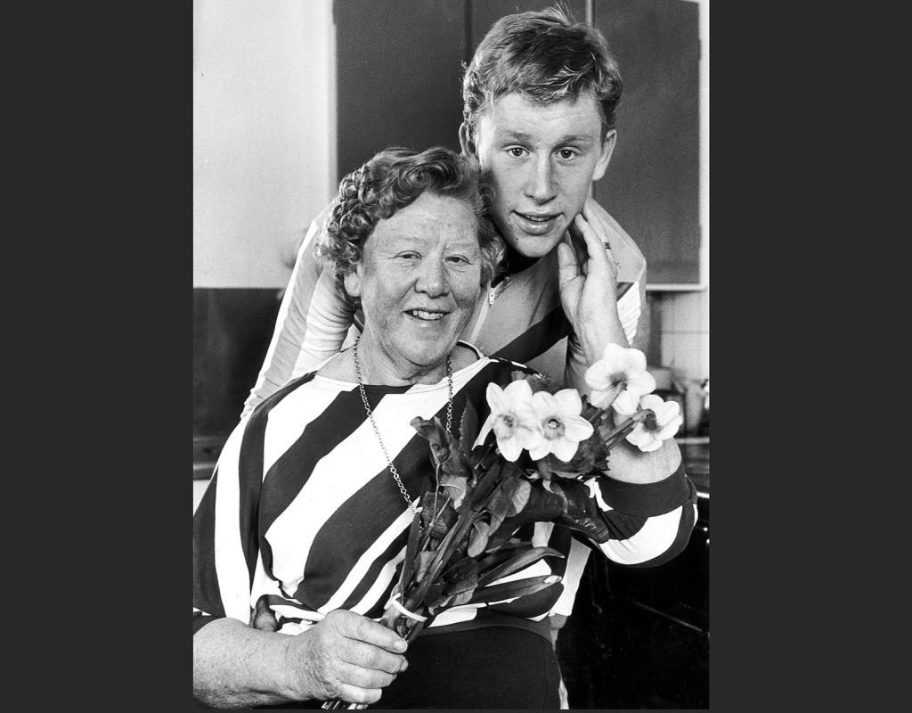 Gunde Svan, (1962), längdskidor. Två OS-guld 1984, två OS-guld 1988. Sju VM-guld. Bragdguldet 1984. Här med mamma Gunnel.