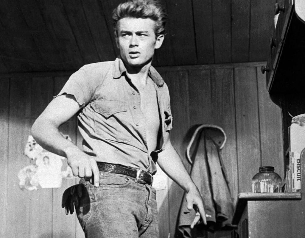 50-talsikonen. James Dean blev en av Hollywoods gunstlingar vid mitten av 1950-talet. Men bara en film, Öster om Eden, hann få sin premiär före hans plötsliga bortgång 1955. James Dean dog i en bilolycka den 30 september 1955. Foto: AP