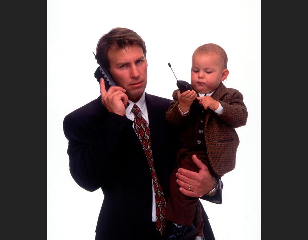 Under 90-talet skaffade sig svenska folket mobiltelefoner. Kampen stod till en början mellan Nokia och Ericssons mobiler. Foto: Per Björn