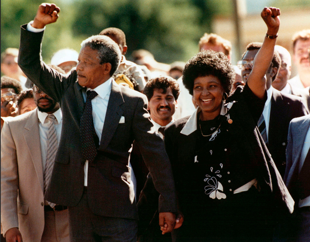 Den 11 februari 1990, Nelson Mandela, med sin fru Winnie, strax efter att han frigivits efter att ha suttit i fängelse i Sydafrika, i 25 år. Den 6 juli året därpå blir Mandela ordförande i ANC. Foto: AP