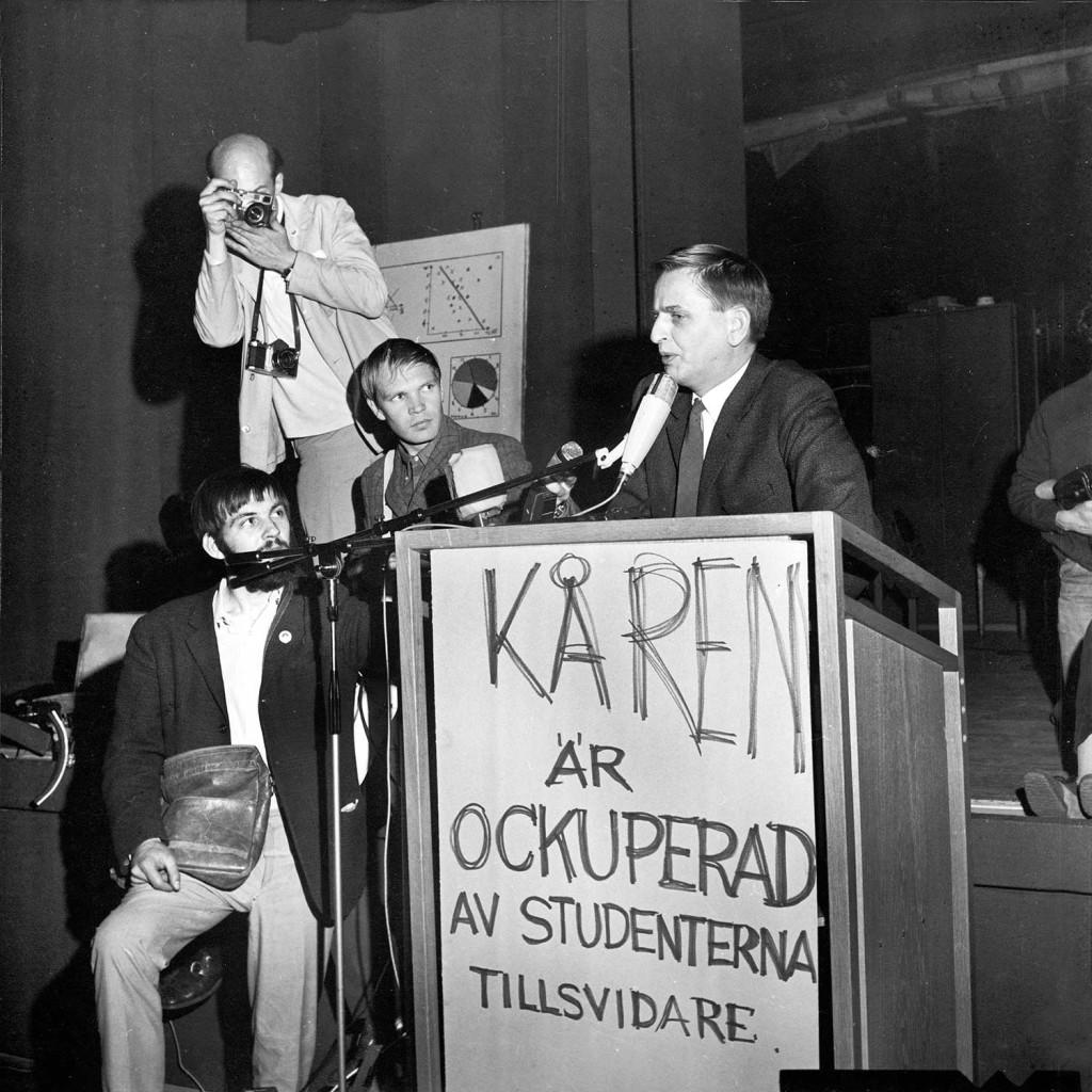 Statsminister Olof Palme talar till studenterna som ockuperat Kårhuset i Stockholm 1968. Foto: AFTONBLADET