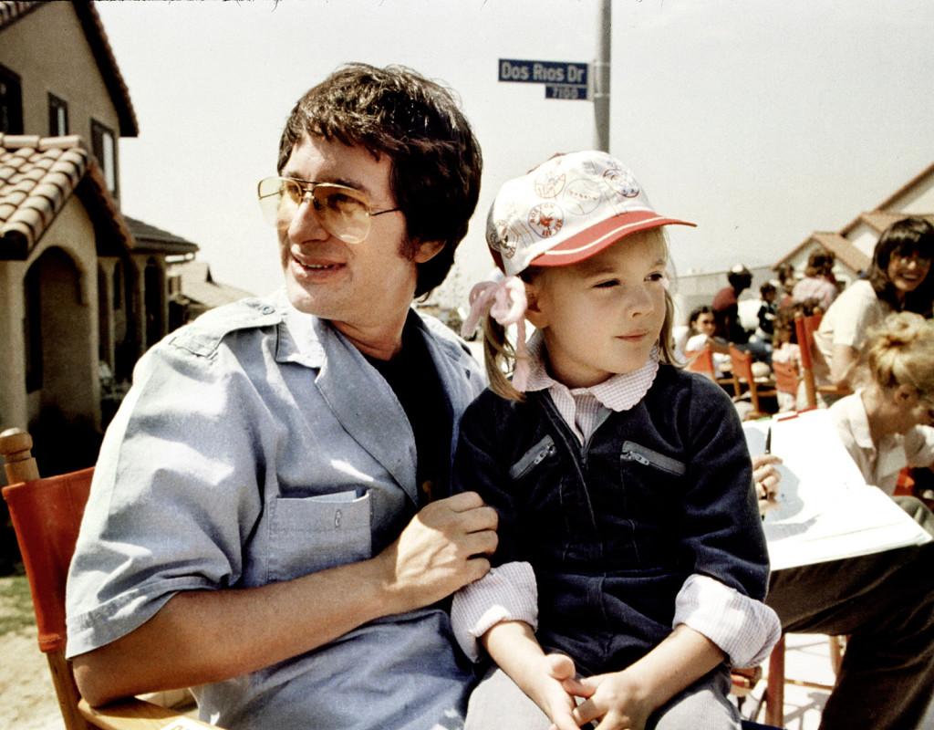 """Steven Spielberg, filmregissör, här med Drew Barrymore under inspelningen av storfilmen """"E.T""""."""