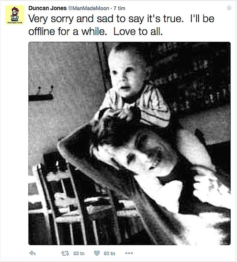 """David Bowies son Duncan Jones bekräftade på Twitter  att hans pappa hade dött. """"Väldigt ledsamt och tråkigt  att berätta att det är sant. Jag kommer att vara offline  ett tag. Kärlek till alla"""", skrev Duncan."""