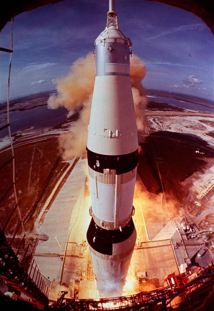 """Bowie var fascinerad av  rymden. Låten """"Space  oddity"""" kom ut fem dagar före uppskjutningen av Apollo 11."""