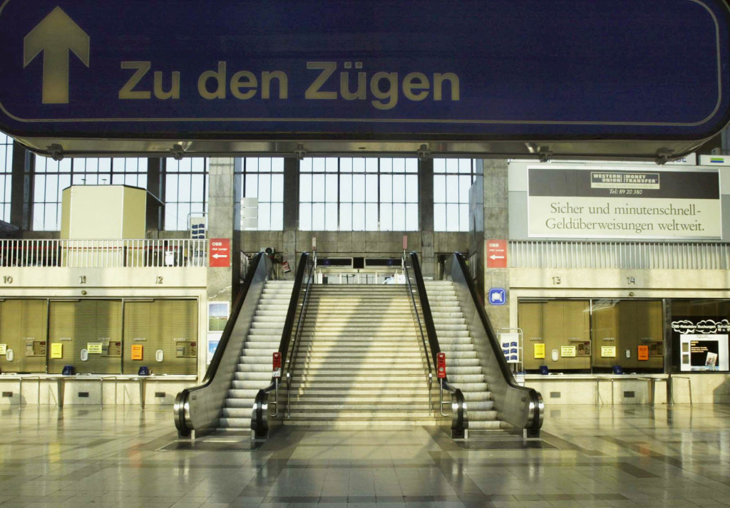 foto : rudi blaha :  the ticket hall of vienna's westbahnhof railway station remains empty during a second nationwide strike within a month to protest planned pension cuts, tuesday, june 3, 2003. the biggest postwar strike in austria affected all public transport, major industries, schools, kindergartens utilities and a wide range of services. board on top reads to the trains. (ap photo/rudi blaha)