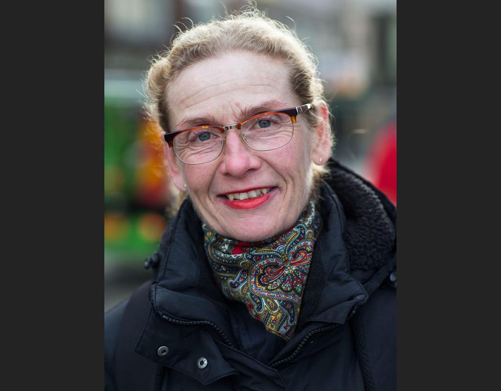 Lena Lindkvist, 52, socionom, Malmö: - Ja, det är ju vårt kommunalråd, kommunstyrelsens ordförande i Malmö.