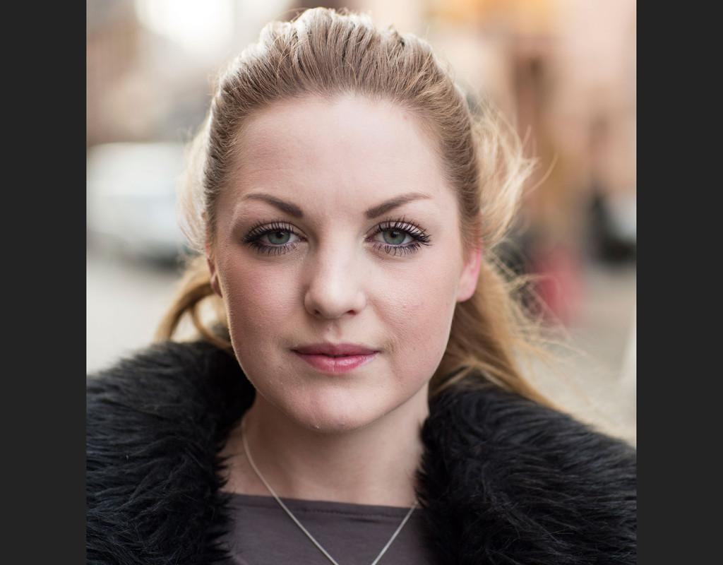 Johanna Bley, 24, studerande, Malmö: - Nej, jag har ingen aning om vem det är. Men jag känner igen hennes ansikte.