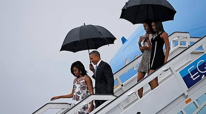 Obama har landat. Presidentfamiljen på historiskt besök på Kuba. Foto: TT