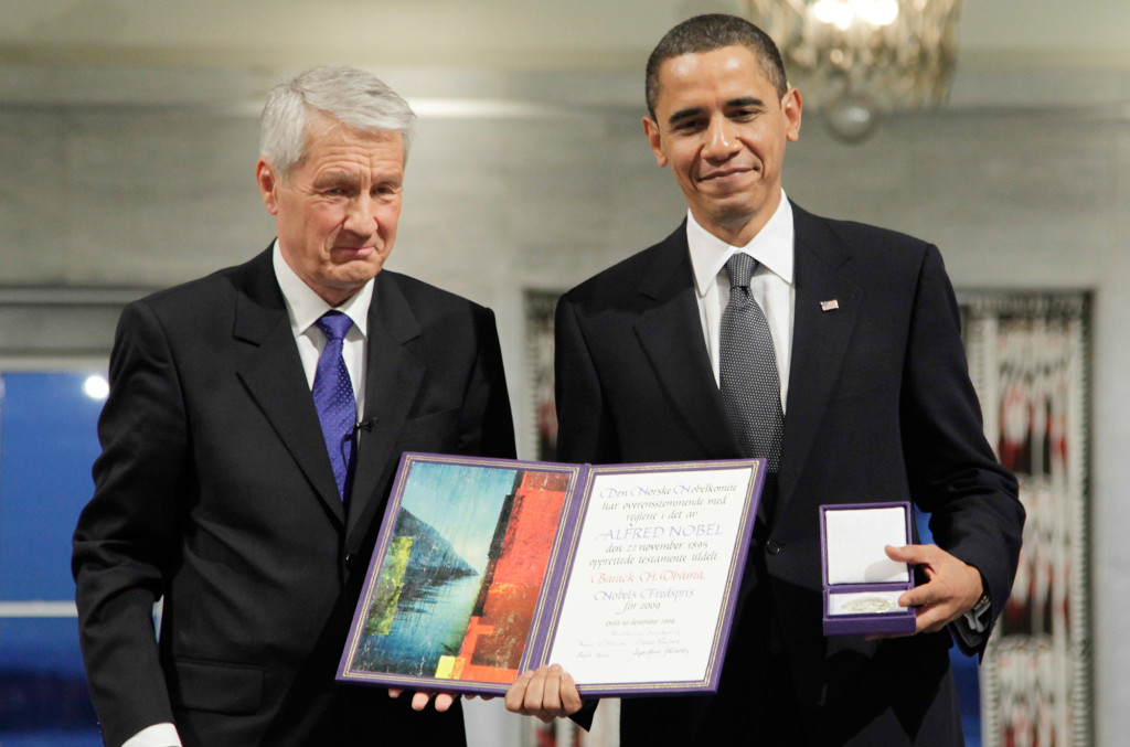 ap foto : john mcconnico : file - in this dec. 10, 2009, file photo, president and nobel peace prize laureate barack obama poses with his medal and diploma alongside nobel committee chairman thorbjorn jagland at the nobel peace prize ceremony at city hall in oslo, norway. (ap photo/john mcconnico, file) a dec. 10, 2009, file phot barack obam obama legacy peacemake automatarkiverad