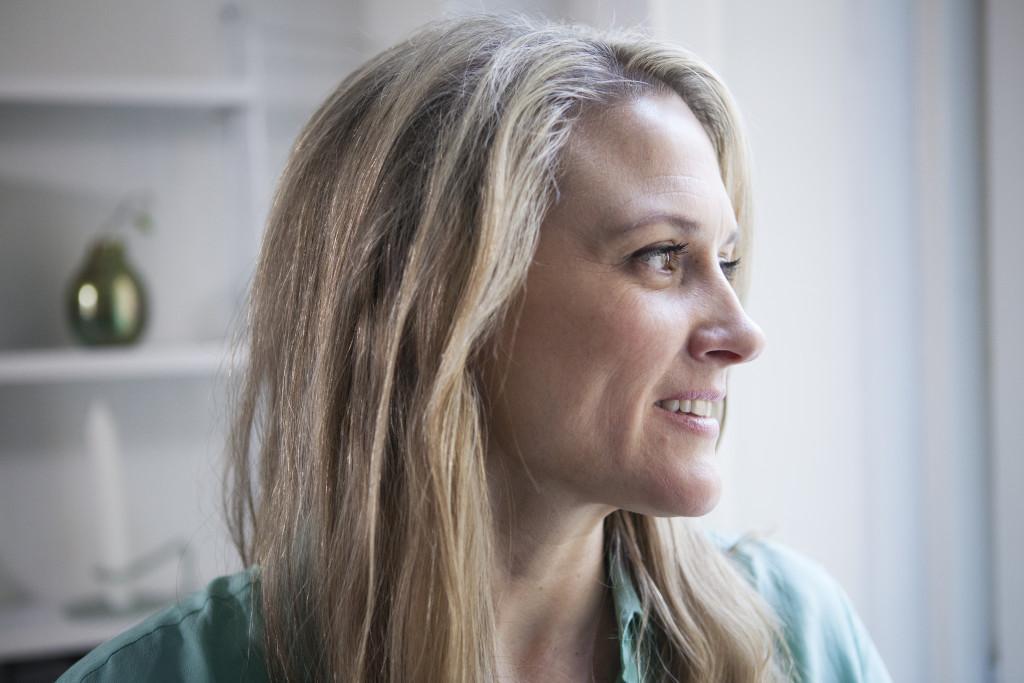 20160215 Stockholm. Cecilia Uhrenfeldt, 33, om att bo ensam men inte känna sig ensam, utan ha ett rikt  socialt liv.  Foto: Jonas Eng