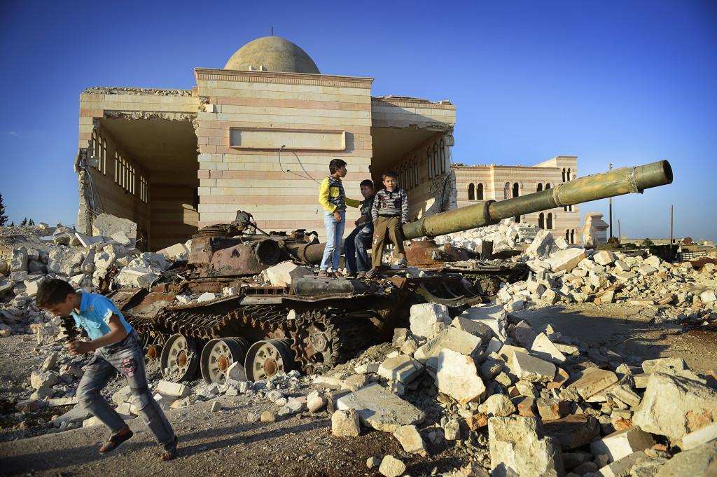 Marea, 2012. För barnen har et blivit normalt att leka i ruiner. Foto: JERKER IVARSSON