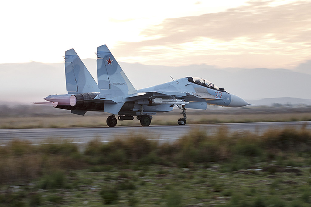 ap foto : vadim savitsky : this photo taken on friday, dec.  18, 2015 and provided by the russian defense press service, shows a russian su-34 bomber taxiing out at the hemeimeem air base in syria. russia has been carrying out an air campaign in syria since sept. 30. (vadim savitsky/russian defense ministry press service via ap) ap provides access to this publicly distributed handout photo provided by russian defense ministry press service. mandatory credit ap cannot independently verify date, location or content of this pictur mideast syria russi automatarkiverad