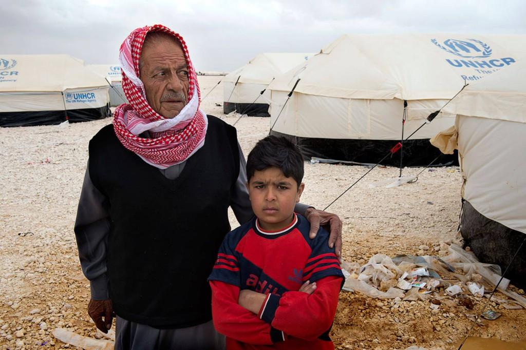 Tusentals flyr till flyktinglägret Zaetri i Jordanien. Foto: ULF HÖJER