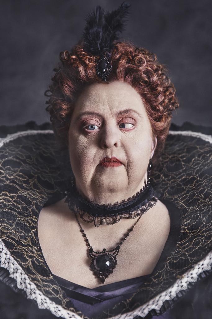 Drottningen, från Ikoner - en utställning om att få finnas, ett samarbete mellan Fotografiska och Glada Hudik-teatern. Foto: Emma Svensson.